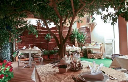 Villa Midea - Garden by Night 009