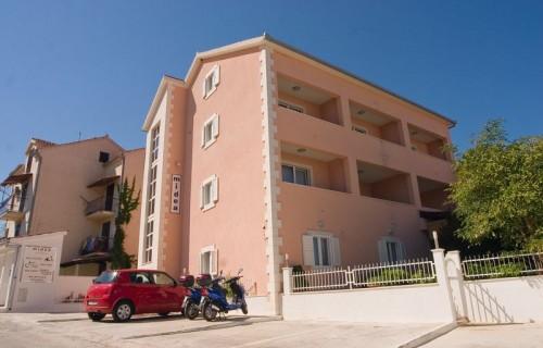 Villa Midea - featured001